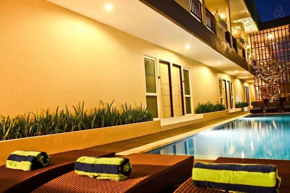 이지 스위트(Eazy Suite) Hotel Image 2 - Pool