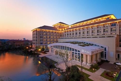 . Sheraton Changzhou Wujin Hotel