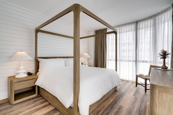 Penthouse Deluxe Bedroom, 1 King Bed, City View