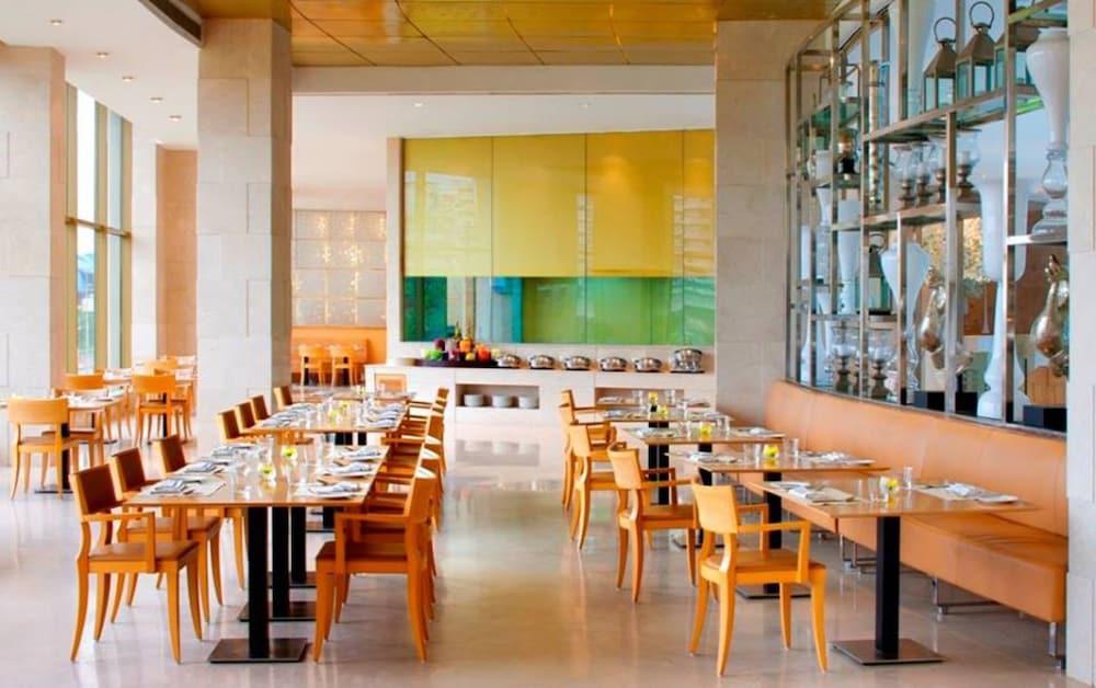 래디슨 블루 호텔 뉴 델리 드워카(Radisson Blu Hotel New Delhi Dwarka) Hotel Image 34 - Breakfast Area