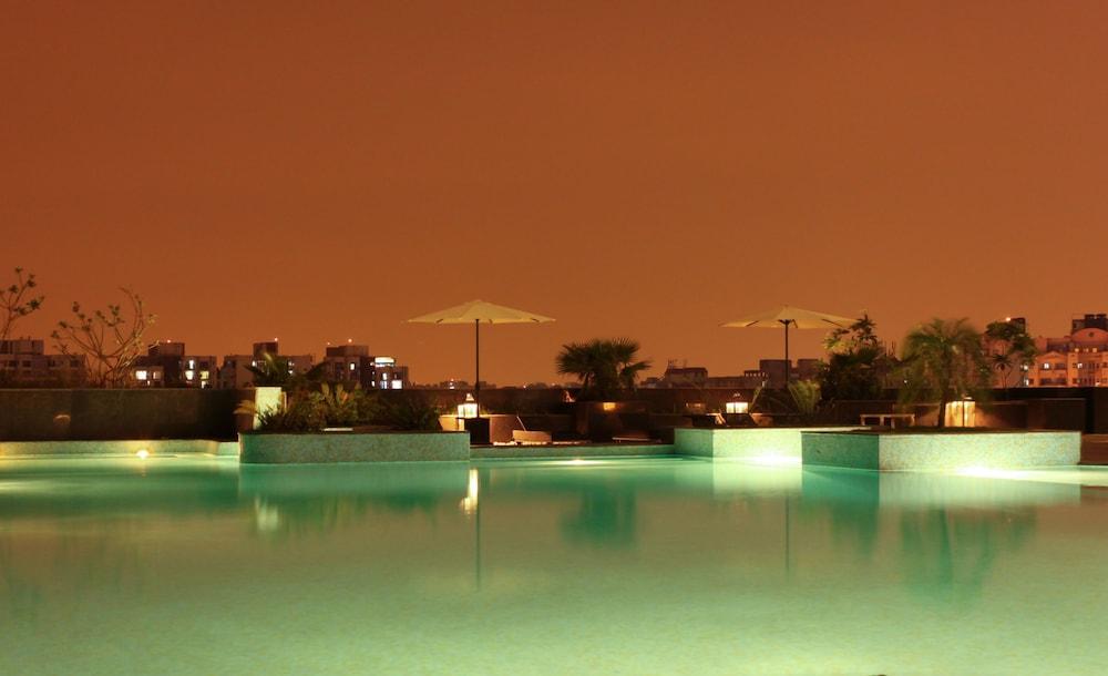 래디슨 블루 호텔 뉴 델리 드워카(Radisson Blu Hotel New Delhi Dwarka) Hotel Image 3 - Pool