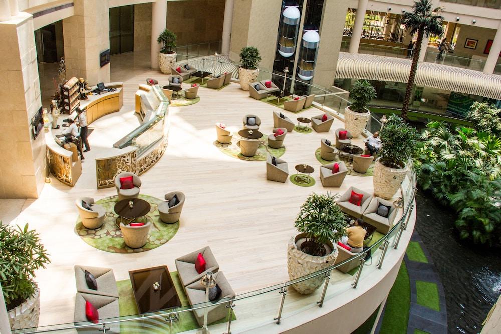 래디슨 블루 호텔 뉴 델리 드워카(Radisson Blu Hotel New Delhi Dwarka) Hotel Image 2 - Lobby Sitting Area