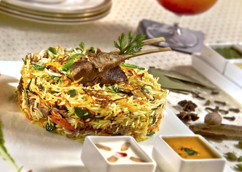 래디슨 블루 호텔 뉴 델리 드워카(Radisson Blu Hotel New Delhi Dwarka) Hotel Image 38 - Restaurant