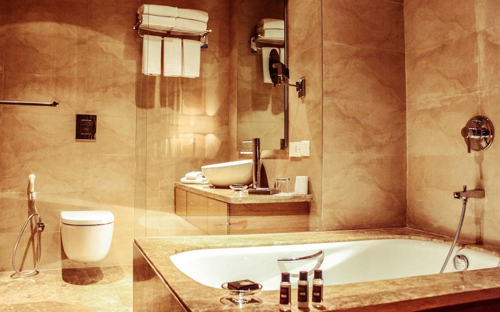 래디슨 블루 호텔 뉴 델리 드워카(Radisson Blu Hotel New Delhi Dwarka) Hotel Image 18 - Bathroom
