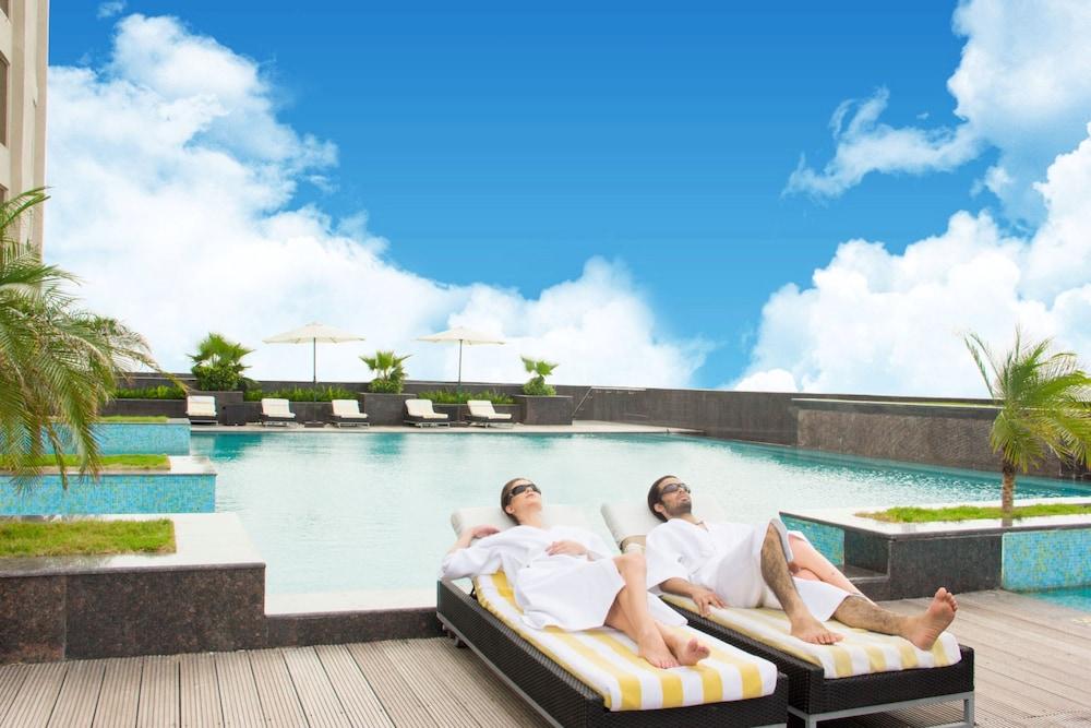 래디슨 블루 호텔 뉴 델리 드워카(Radisson Blu Hotel New Delhi Dwarka) Hotel Image 4 - Pool