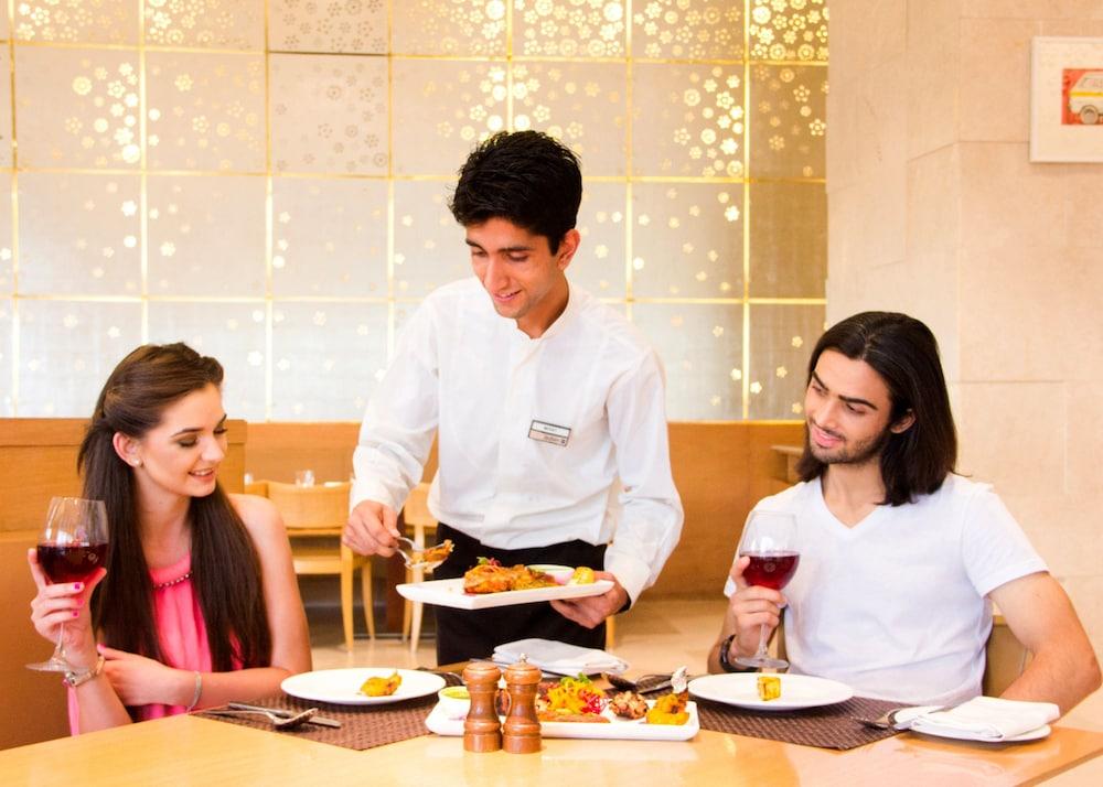 래디슨 블루 호텔 뉴 델리 드워카(Radisson Blu Hotel New Delhi Dwarka) Hotel Image 32 - Dining