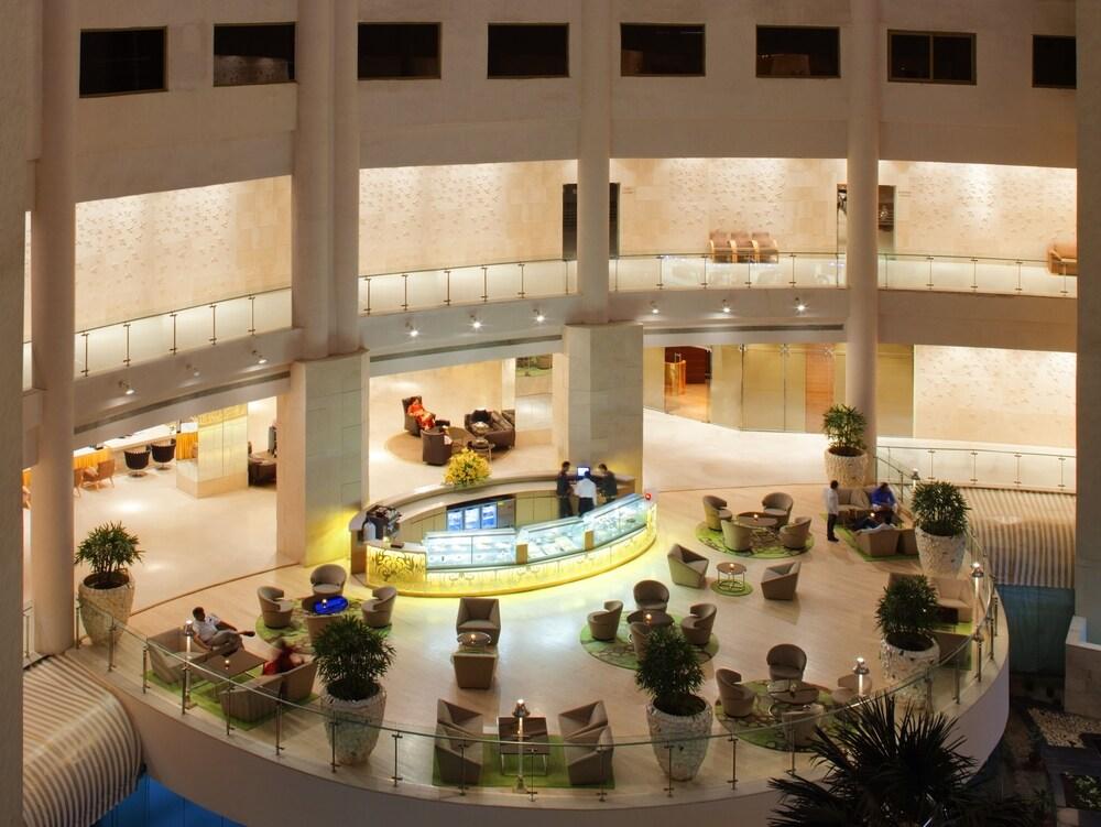 래디슨 블루 호텔 뉴 델리 드워카(Radisson Blu Hotel New Delhi Dwarka) Hotel Image 45 - Hotel Bar