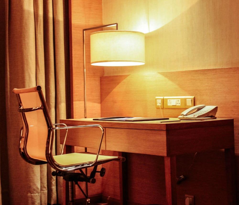 래디슨 블루 호텔 뉴 델리 드워카(Radisson Blu Hotel New Delhi Dwarka) Hotel Image 12 - Guestroom