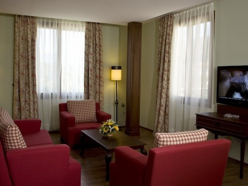 Padok Premium Hotel and Stables, Ula