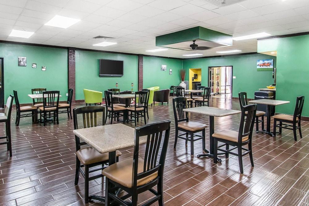 퀄리티 인 하인스빌 - 포트 스튜어트 에어리어(Quality Inn Hinesville - Fort Stewart Area) Hotel Image 24 - Breakfast Area