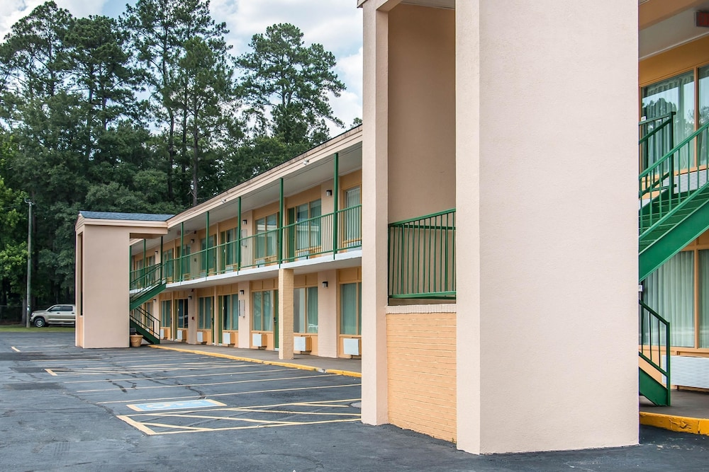 퀄리티 인 하인스빌 - 포트 스튜어트 에어리어(Quality Inn Hinesville - Fort Stewart Area) Hotel Image 30 - Exterior