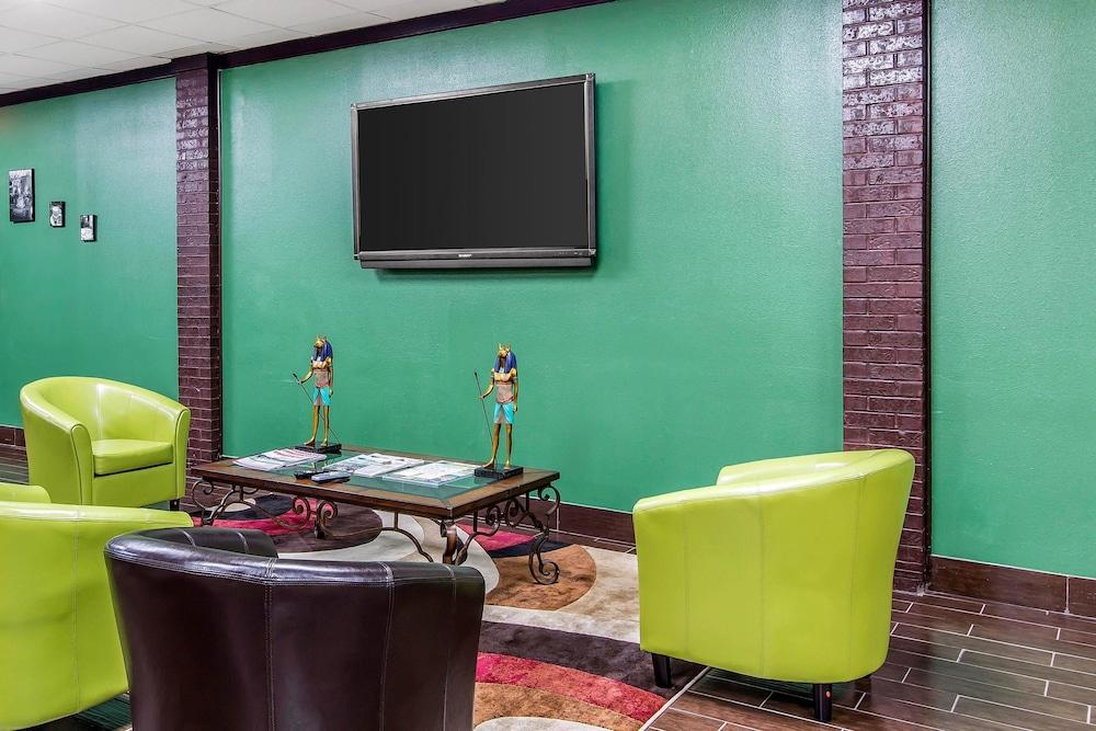 퀄리티 인 하인스빌 - 포트 스튜어트 에어리어(Quality Inn Hinesville - Fort Stewart Area) Hotel Image 4 - Lobby