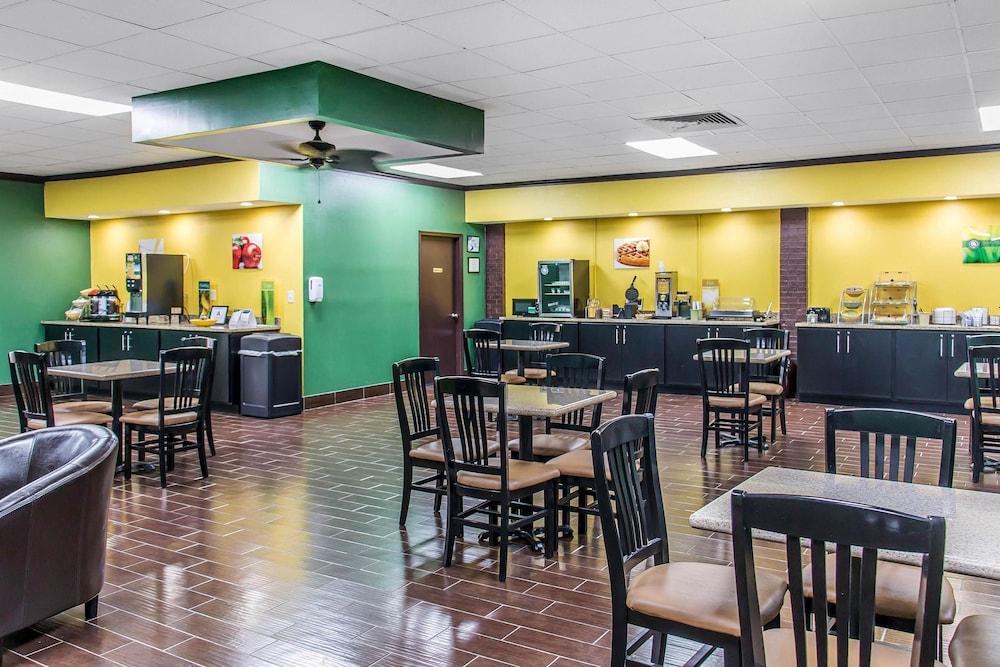퀄리티 인 하인스빌 - 포트 스튜어트 에어리어(Quality Inn Hinesville - Fort Stewart Area) Hotel Image 25 - Breakfast Area