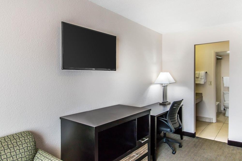 퀄리티 인 하인스빌 - 포트 스튜어트 에어리어(Quality Inn Hinesville - Fort Stewart Area) Hotel Image 12 - Guestroom
