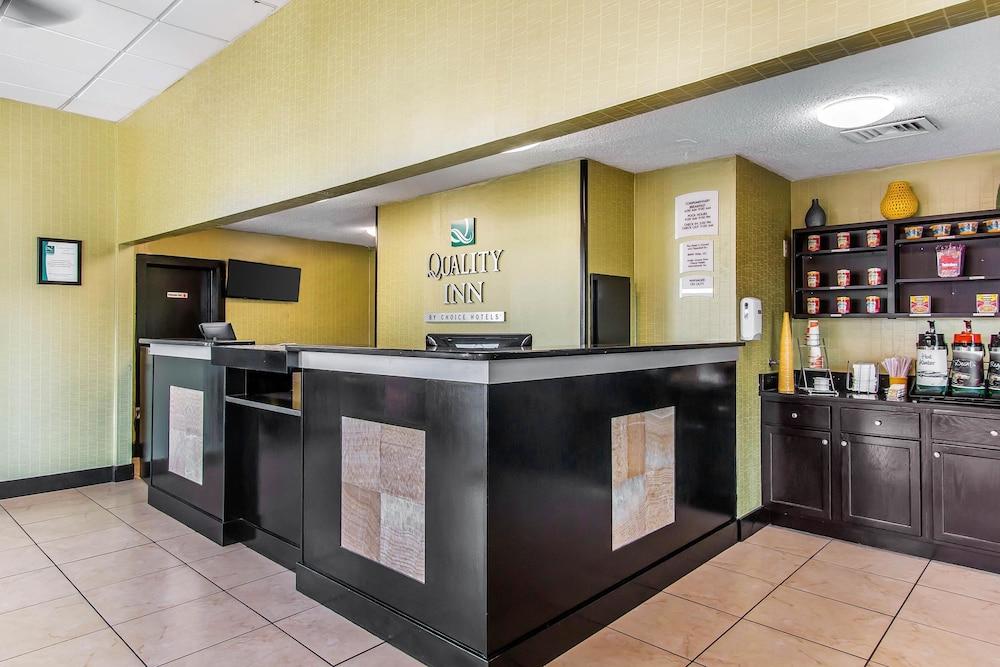 퀄리티 인 하인스빌 - 포트 스튜어트 에어리어(Quality Inn Hinesville - Fort Stewart Area) Hotel Image 1 - Lobby