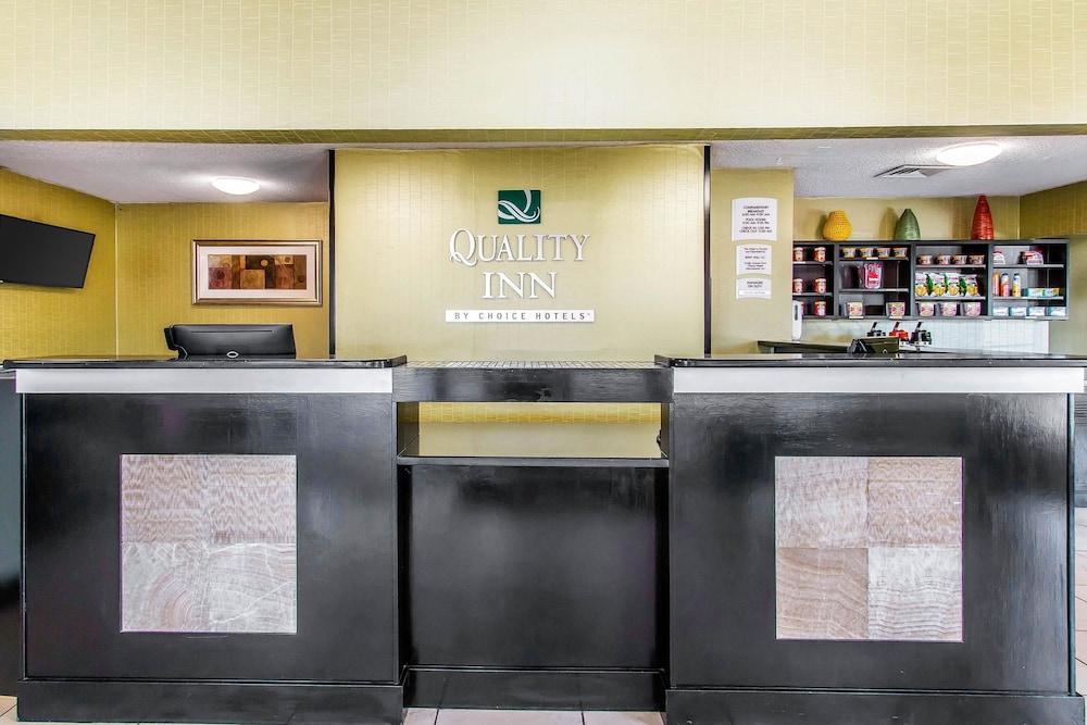 퀄리티 인 하인스빌 - 포트 스튜어트 에어리어(Quality Inn Hinesville - Fort Stewart Area) Hotel Image 2 - Lobby