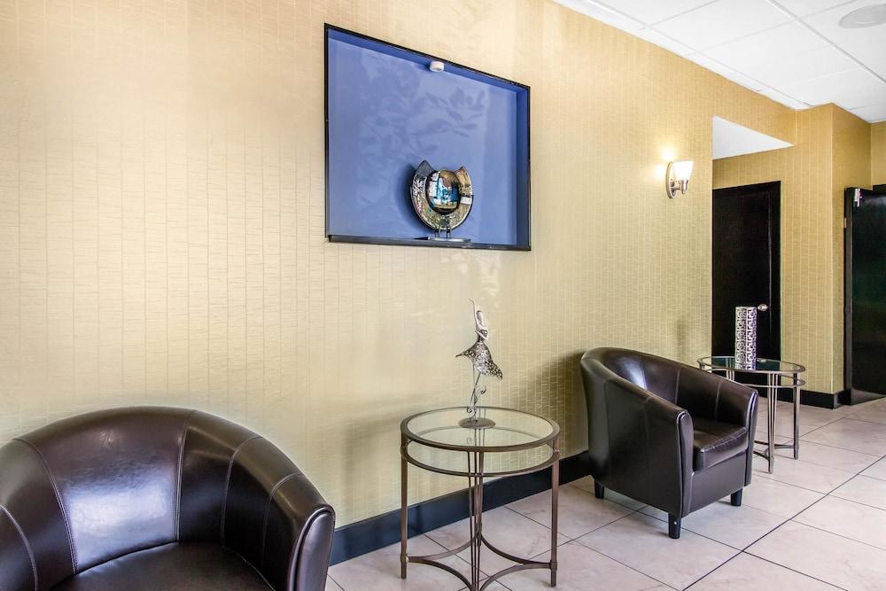 퀄리티 인 하인스빌 - 포트 스튜어트 에어리어(Quality Inn Hinesville - Fort Stewart Area) Hotel Image 3 - Lobby