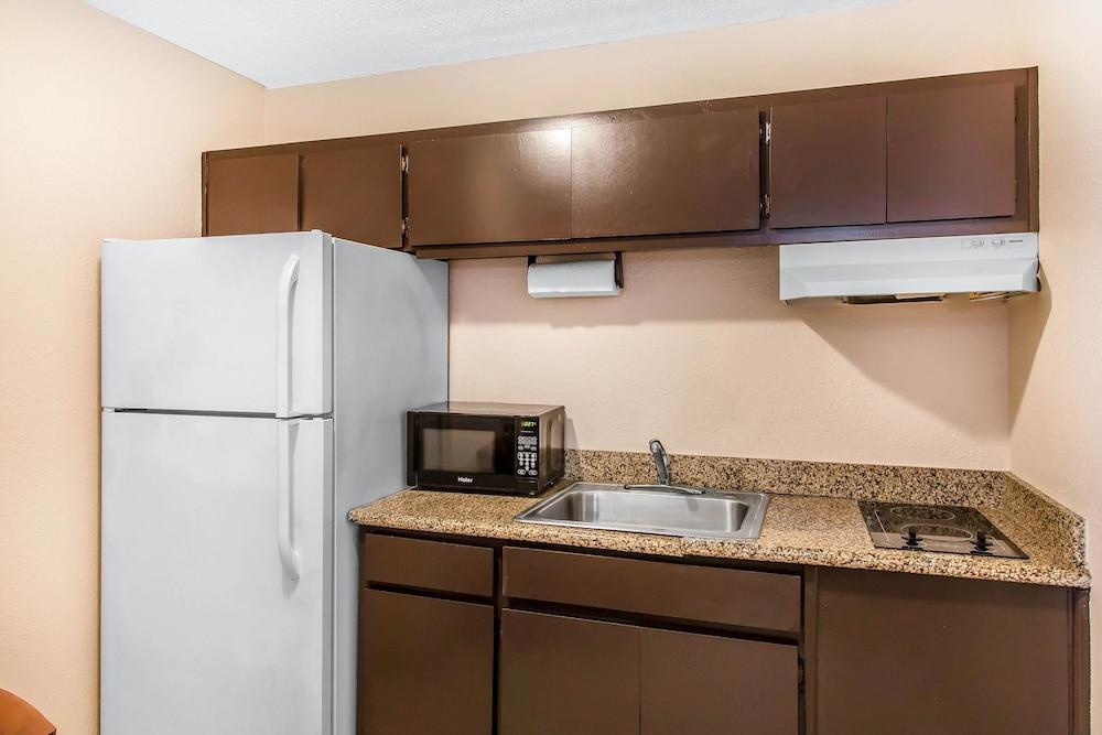 퀄리티 인 하인스빌 - 포트 스튜어트 에어리어(Quality Inn Hinesville - Fort Stewart Area) Hotel Image 18 - Guestroom