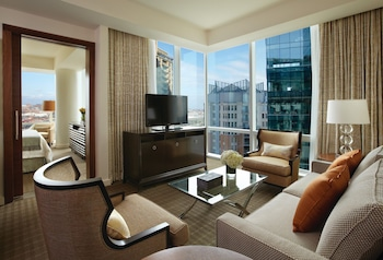 Four Seasons, Executive Suite, 1 King Bed, Harbor View
