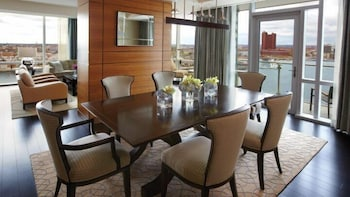 포 시즌스 호텔 볼티모어(Four Seasons Hotel Baltimore) Hotel Image 15 - In-Room Dining