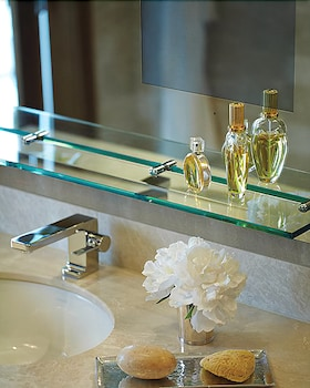 포 시즌스 호텔 볼티모어(Four Seasons Hotel Baltimore) Hotel Image 49 - Bathroom Sink