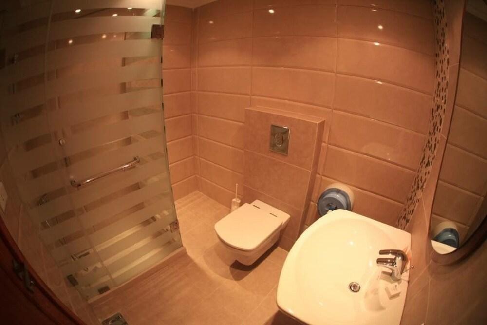 사와리 리조트 앤드 호텔(Sawary Resort and Hotel) Hotel Image 25 - Bathroom