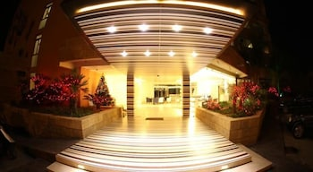 사와리 리조트 앤드 호텔(Sawary Resort and Hotel) Hotel Image 46 - Hotel Front - Evening/Night