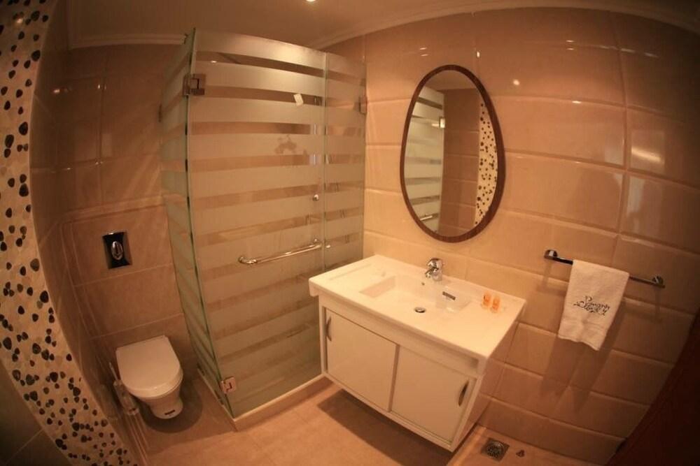 사와리 리조트 앤드 호텔(Sawary Resort and Hotel) Hotel Image 29 - Bathroom