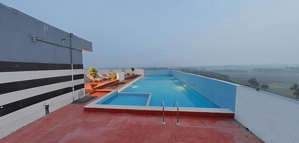 고쿨람 파크 코임바토르(Gokulam Park Coimbatore) Hotel Image 4 - Pool