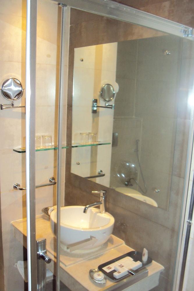 고쿨람 파크 코임바토르(Gokulam Park Coimbatore) Hotel Image 15 - Bathroom Amenities