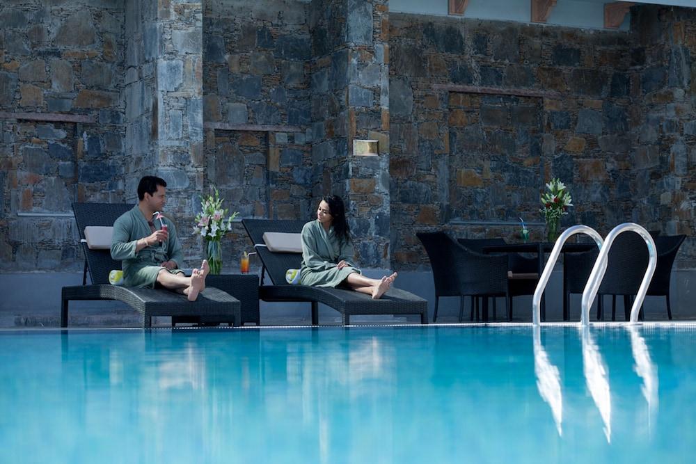 라마다 우다이푸르 리조트 앤드 스파(Ramada Udaipur Resort and Spa) Hotel Image 5 - Pool