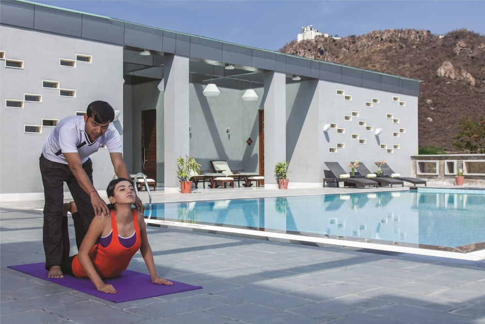 라마다 우다이푸르 리조트 앤드 스파(Ramada Udaipur Resort and Spa) Hotel Image 61 - Yoga