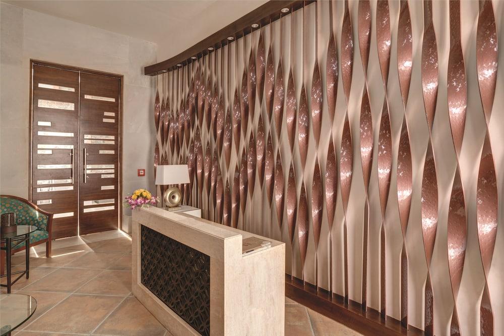 라마다 우다이푸르 리조트 앤드 스파(Ramada Udaipur Resort and Spa) Hotel Image 33 - Spa Reception
