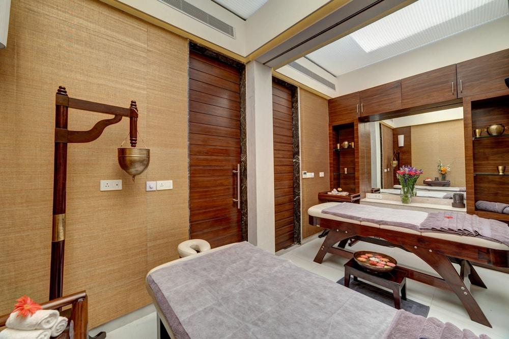 라마다 우다이푸르 리조트 앤드 스파(Ramada Udaipur Resort and Spa) Hotel Image 34 - Treatment Room