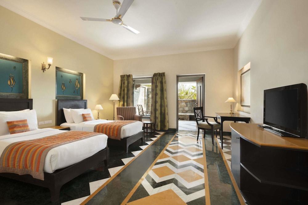 라마다 우다이푸르 리조트 앤드 스파(Ramada Udaipur Resort and Spa) Hotel Image 10 - Guestroom