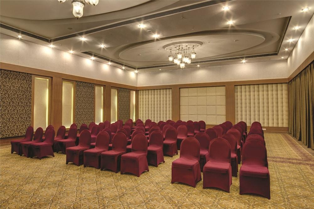 라마다 우다이푸르 리조트 앤드 스파(Ramada Udaipur Resort and Spa) Hotel Image 48 - Banquet Hall
