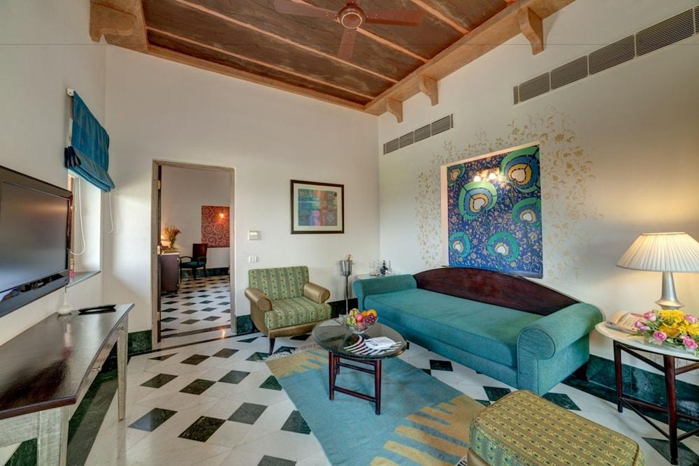 라마다 우다이푸르 리조트 앤드 스파(Ramada Udaipur Resort and Spa) Hotel Image 26 - Guestroom