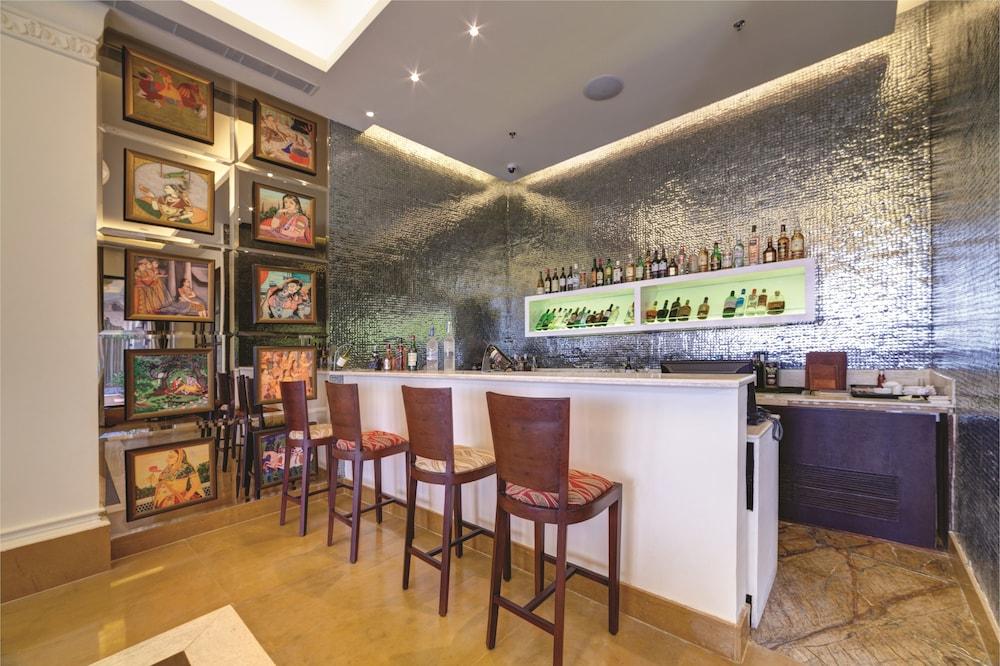 라마다 우다이푸르 리조트 앤드 스파(Ramada Udaipur Resort and Spa) Hotel Image 46 - Hotel Lounge