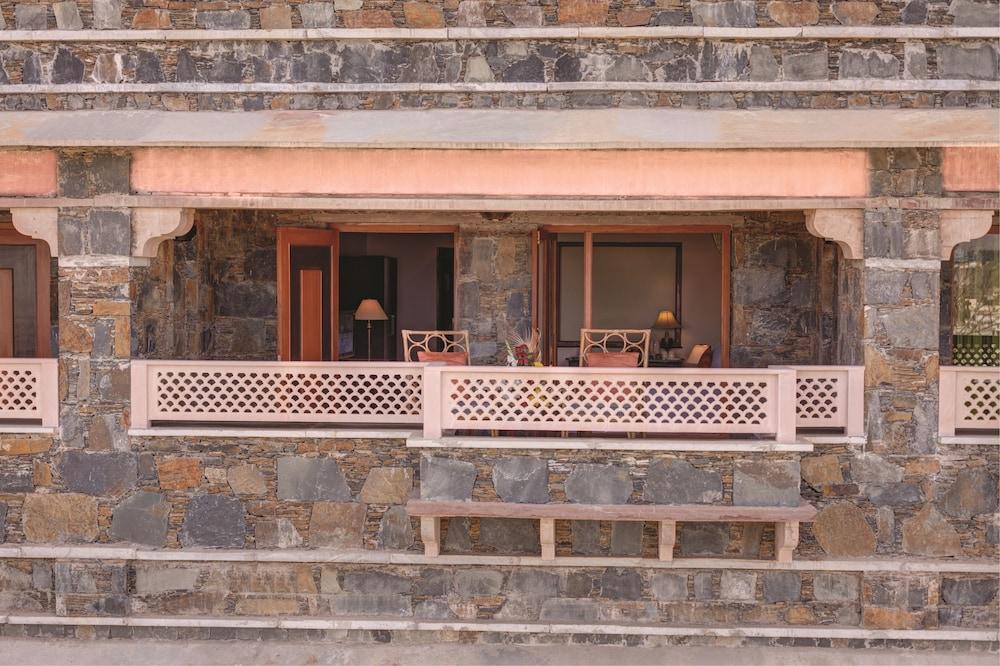 라마다 우다이푸르 리조트 앤드 스파(Ramada Udaipur Resort and Spa) Hotel Image 16 - Balcony