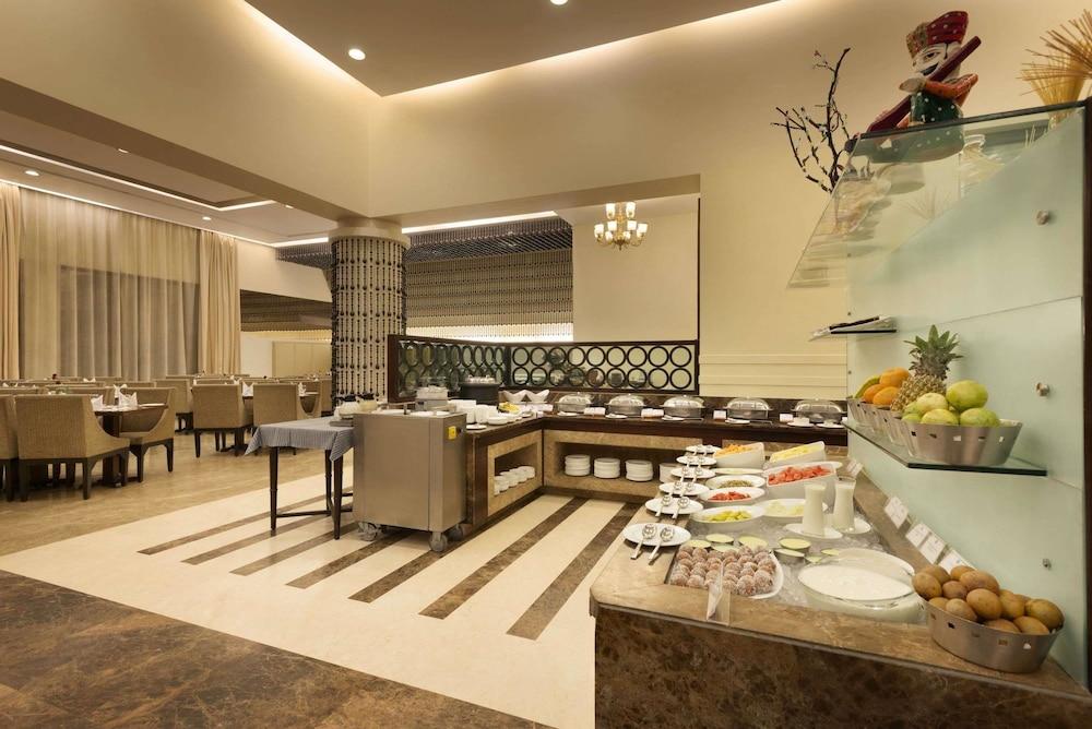 라마다 우다이푸르 리조트 앤드 스파(Ramada Udaipur Resort and Spa) Hotel Image 37 - Property Amenity