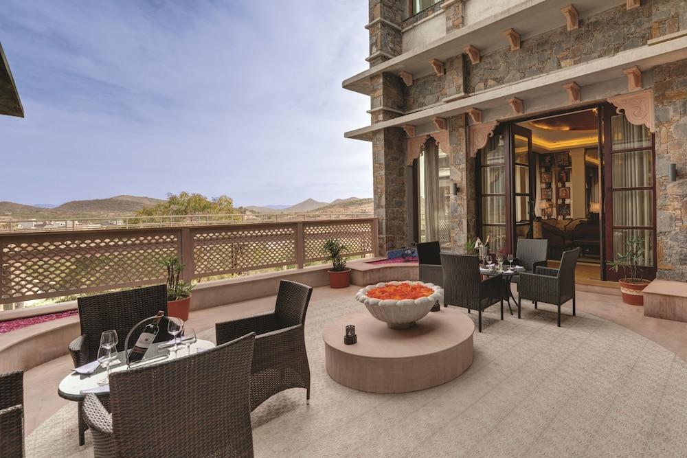 라마다 우다이푸르 리조트 앤드 스파(Ramada Udaipur Resort and Spa) Hotel Image 55 - Outdoor Dining