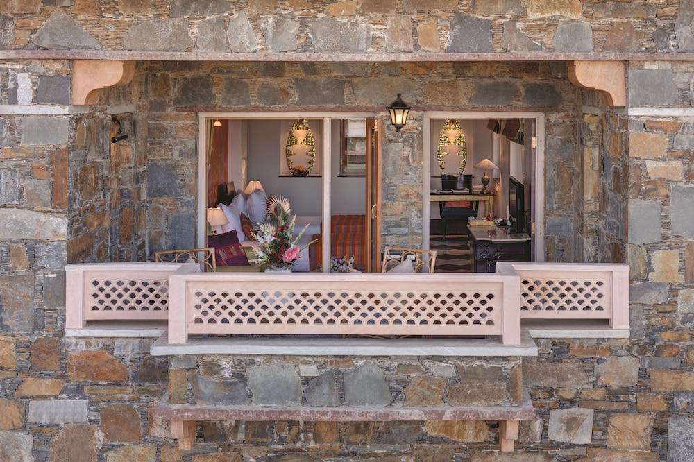 라마다 우다이푸르 리조트 앤드 스파(Ramada Udaipur Resort and Spa) Hotel Image 15 - Balcony