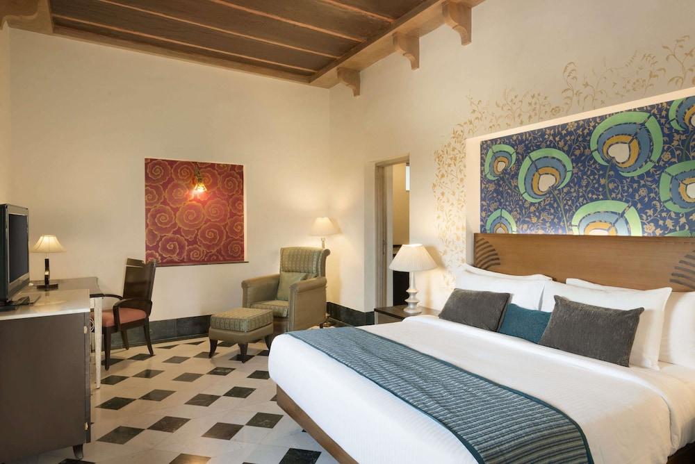 라마다 우다이푸르 리조트 앤드 스파(Ramada Udaipur Resort and Spa) Hotel Image 11 - Guestroom