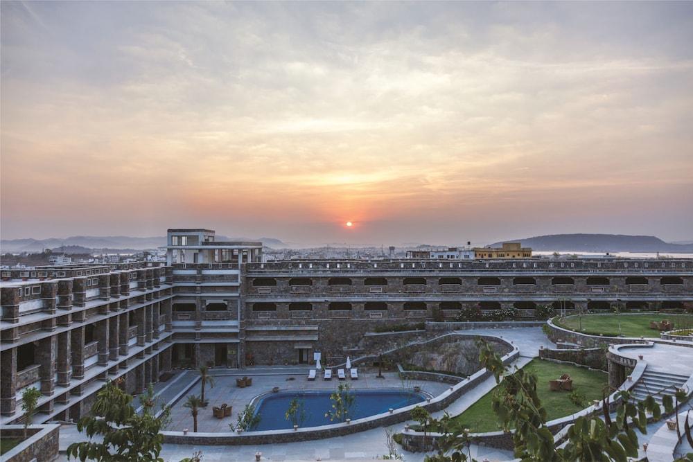 라마다 우다이푸르 리조트 앤드 스파(Ramada Udaipur Resort and Spa) Hotel Image 59 - View from Hotel