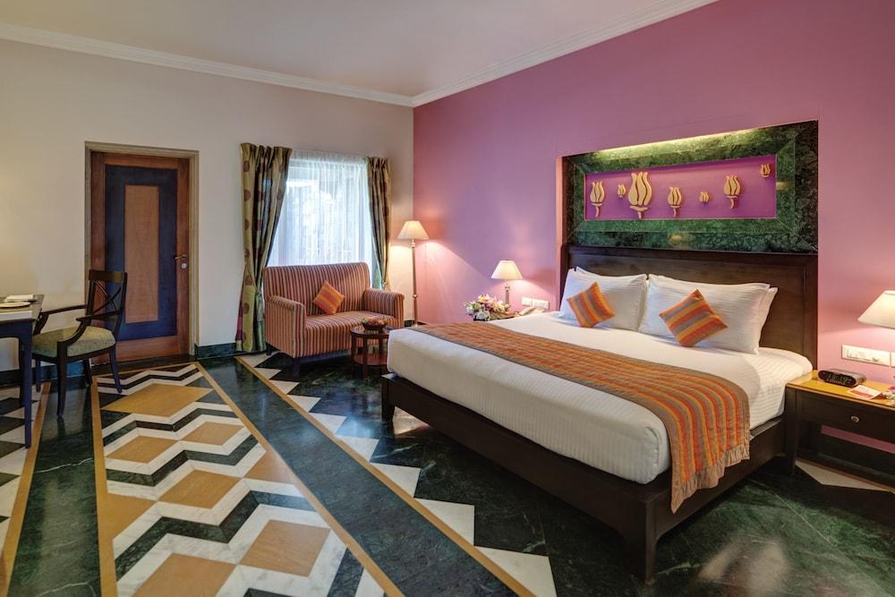 라마다 우다이푸르 리조트 앤드 스파(Ramada Udaipur Resort and Spa) Hotel Image 13 - Guestroom