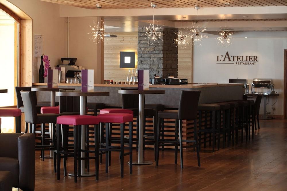 르 샬렛 뒤 몬트 발론 스파 리조트(Le Chalet du Mont Vallon Spa Resort) Hotel Image 33 - Hotel Bar