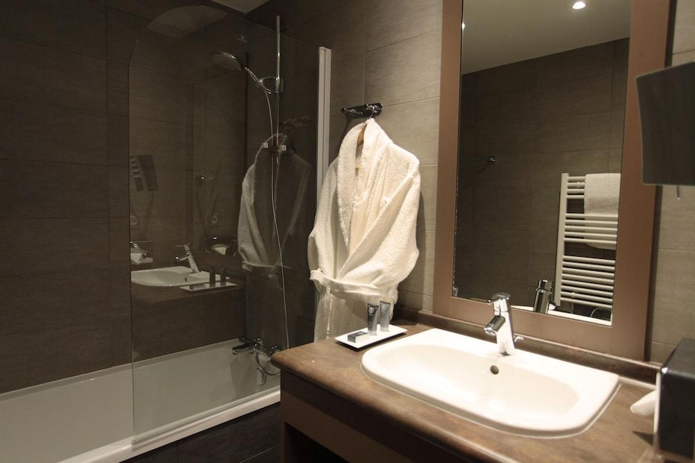 르 샬렛 뒤 몬트 발론 스파 리조트(Le Chalet du Mont Vallon Spa Resort) Hotel Image 12 - Bathroom