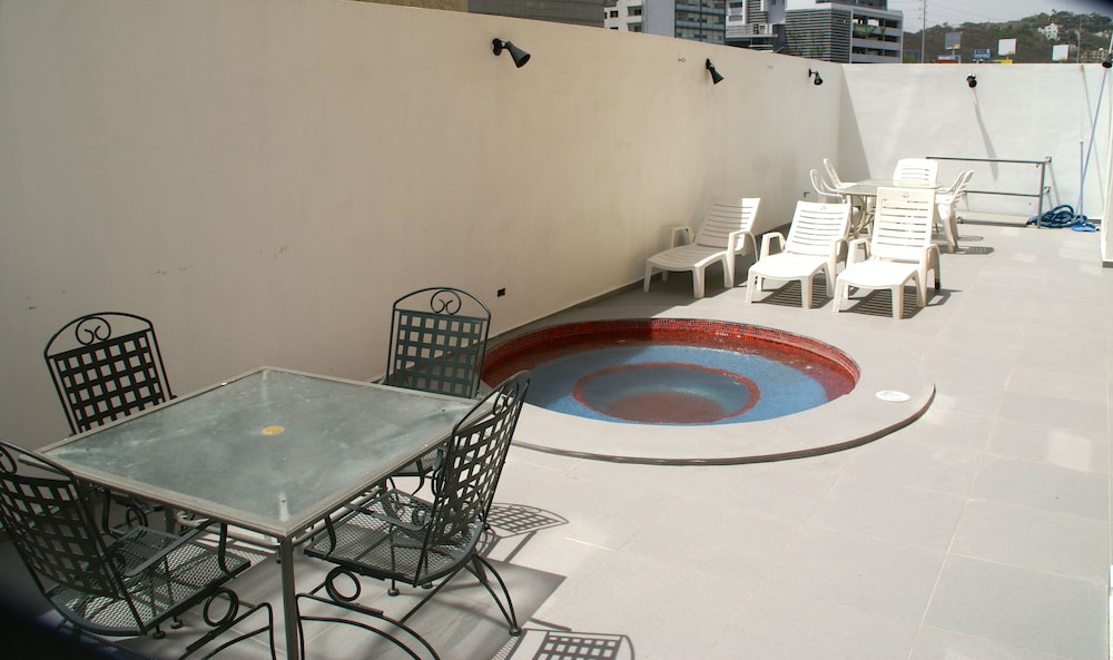 스위트 DIOH(Suites DIOH) Hotel Image 10 - Outdoor Spa Tub