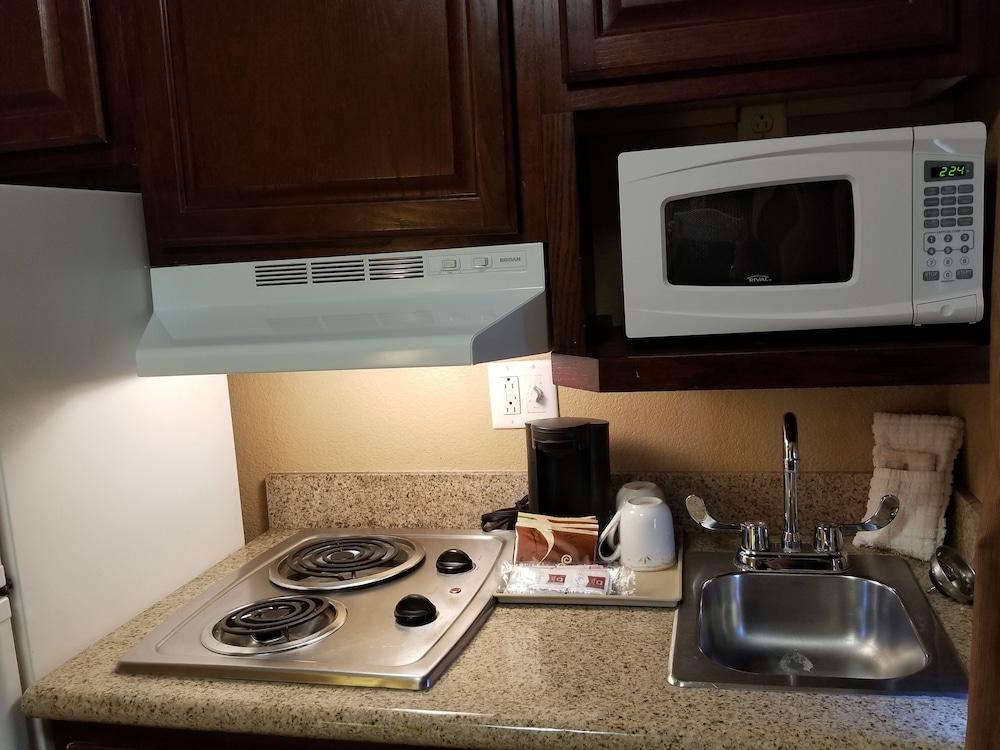 서버번 익스텐디드 스테이 호텔(Suburban Extended Stay Hotel) Hotel Image 16 - In-Room Kitchenette