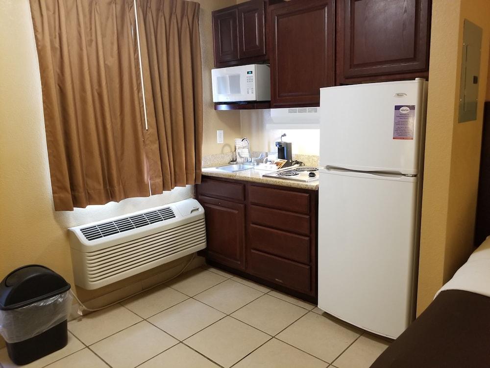 서버번 익스텐디드 스테이 호텔(Suburban Extended Stay Hotel) Hotel Image 18 - In-Room Kitchenette